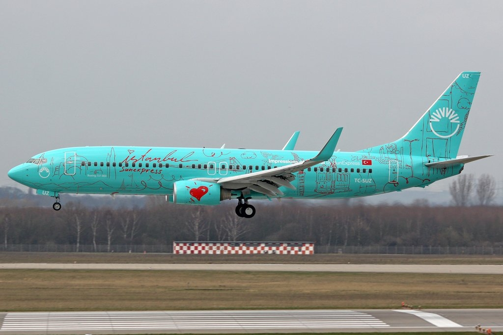 sunexpress-boeing-737-8hx-tc-suz-duesseldorf-60522.jpg