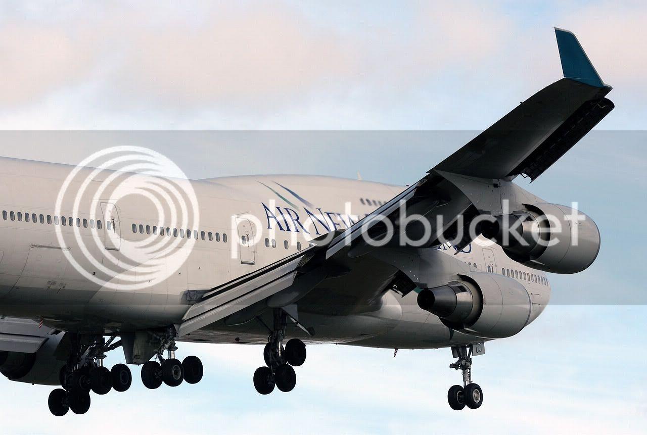 Air_New_Zealand_B747-400_ZK-SUJ_3.jpg