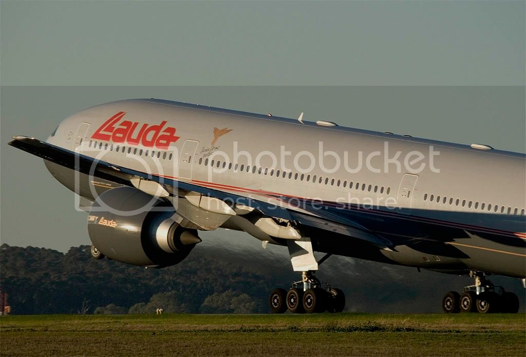 Lauda_Air_B777-200ER_OE-LPC_2.jpg