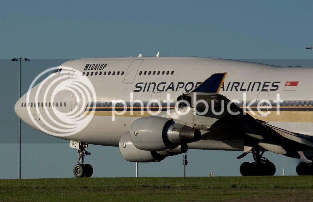 Singapore_airlines_B747-412_9V-SPD_.jpg
