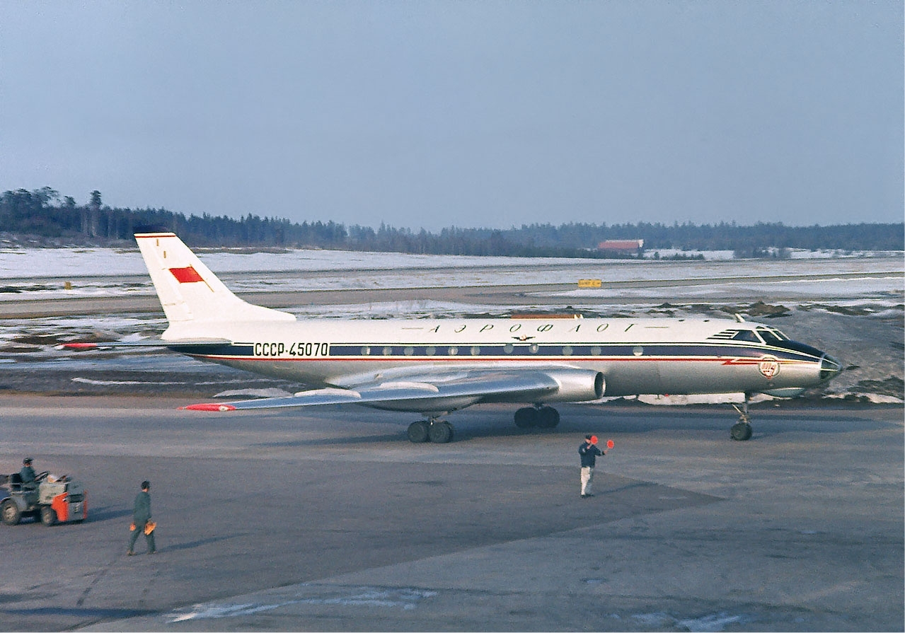 Aeroflot_Tupolev_Tu-124_at_Arlanda%2C_April_1966.jpg