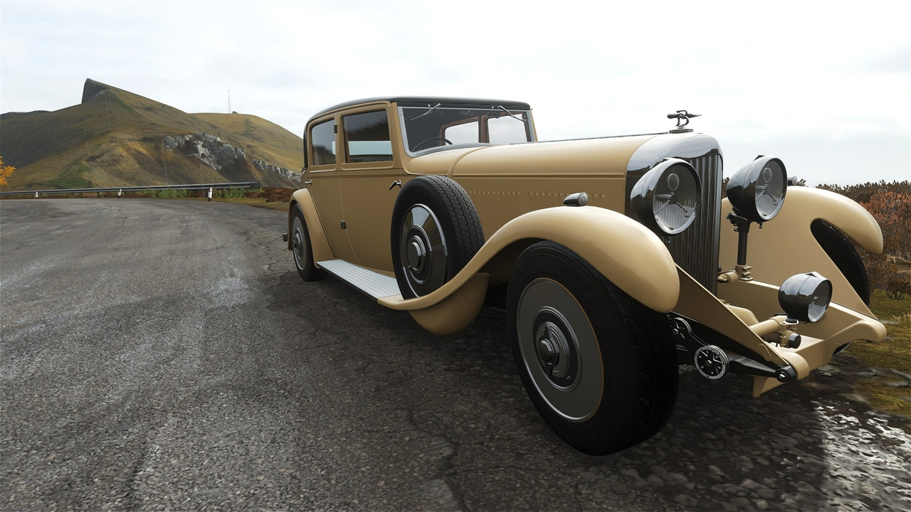 Bentley-8-litre-beige-13.jpg