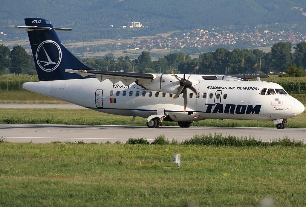 YR-ATA-Tarom-ATR-42-500.jpg