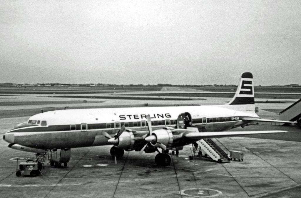 Douglas_DC-6B_OY-EAR_Sterling_Kastrup_10