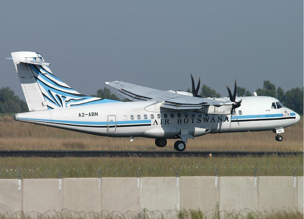 Air Botswana ATR42 A2-ABN.jpg