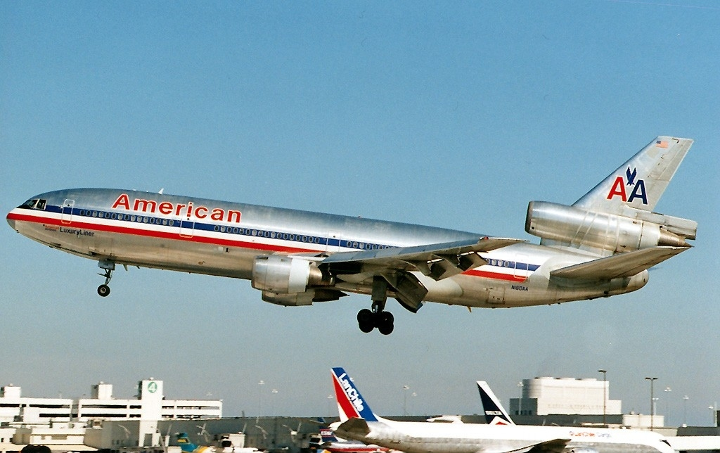 McDonnell_Douglas_DC-10-10,_American_Air