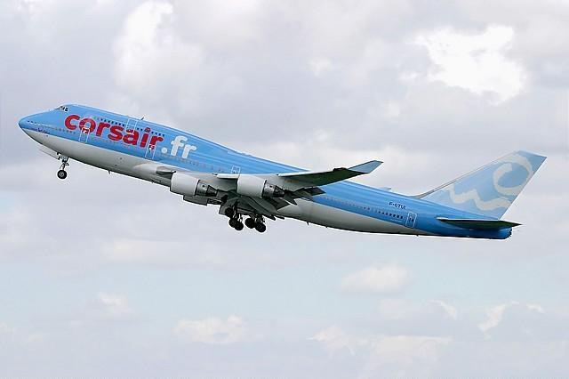 Corsair_B747-422_(F-GTUI)_taking_off.jpg