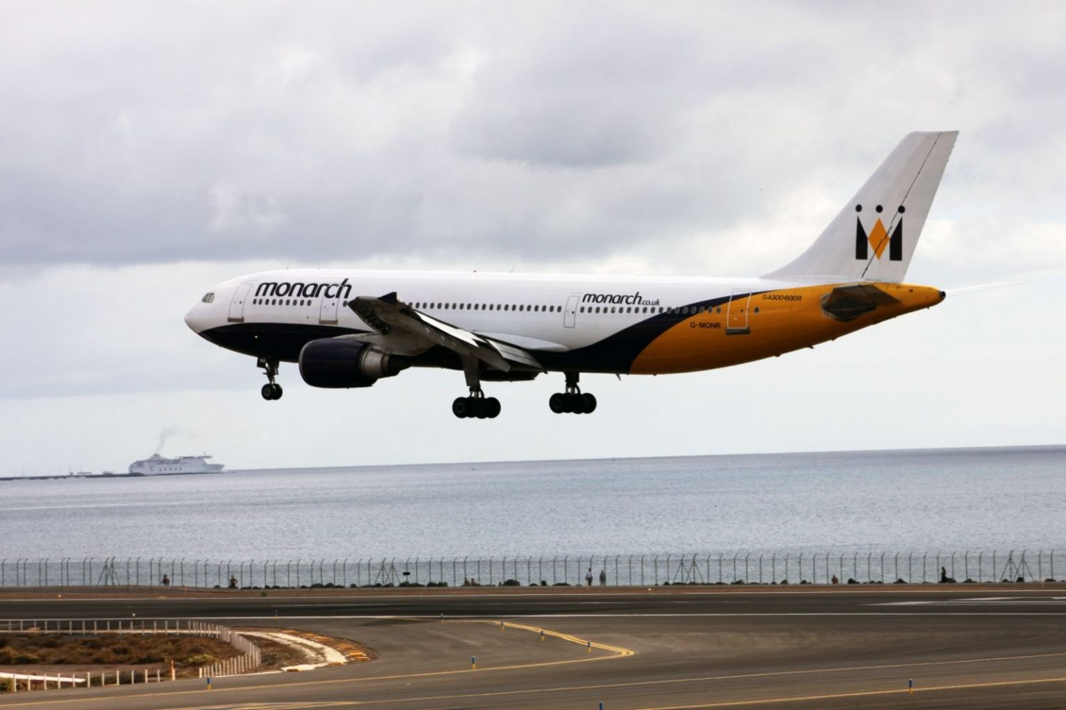 Monarch Airlines Airbus A300-600R G-MONR